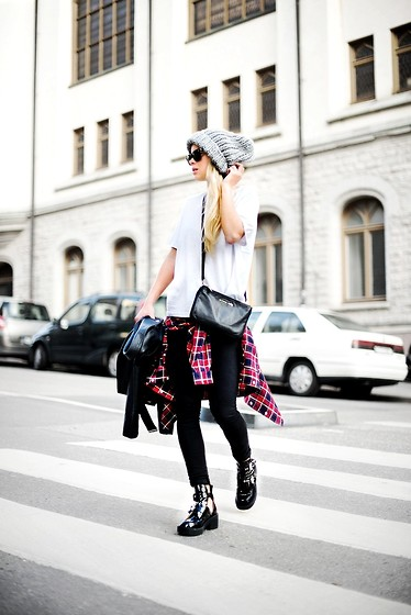 wear - knit beanie & cross body
